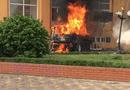 Tin trong nước - Hà Nội: Xế hộp tiền tỉ bất ngờ bốc cháy trơ khung dưới sân chung cư