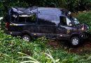 Tin trong nước - Tin tai nạn giao thông mới nhất ngày 11/2/2020: Xe limousine lao xuống đèo, 8 người thoát chết