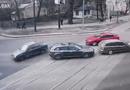 Ôtô - Xe máy - Video: Hai người bị hất văng ra khỏi xe sedan sau cú va chạm kinh hoàng