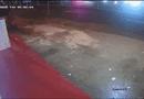 Ôtô - Xe máy - Video: Tránh xe lấn làn, container chao đảo rồi tông sập nhà dân