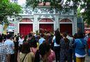 Tin trong nước - Người Hà Nội vẫn chen nhau đi lễ Phủ Tây Hồ bất chấp dịch Covid-19