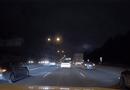 """Ôtô - Xe máy - Video: Sedan suýt gặp """"đại họa"""" vì liều lĩnh tạt đầu xe trước, va đuôi vào xe sau"""