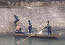 """Việc tốt quanh ta - Hà Nội: Kịp thời cứu nam thanh niên nghi """"ngáo đá"""" dưới sông Kim Ngưu"""
