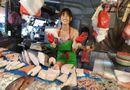 """Đời sống - Sau 2 năm nổi đình đám trên mạng nhờ bức ảnh chụp lén ở chợ, """"hotgirl bán cá"""" giờ ra sao?"""