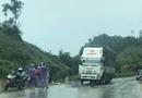 Tin trong nước - Nam thanh niên đâm vào cột mốc trên Quốc lộ 6, 2 người thương vong