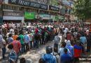 Tin thế giới - Hàng trăm người rồng rắn xếp hàng mua rượu khi lệnh phong tỏa vừa được nới lỏng