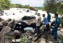 Tin trong nước - Lũ bất ngờ ập tới, 10 người đang đứng chụp hình ở thác gặp nạn