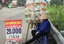 Tin trong nước - Cô bán cá cũng đi bán bảo hiểm xe máy