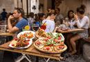 Ăn - Chơi - Vì sao nhiều nhà hàng không cho khách mang đồ ăn thừa về?