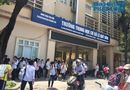 """Tin trong nước - Chủ tịch Hà Nội yêu cầu kiểm tra vụ trường khóa cửa lớp, học sinh """"đội nắng"""" chờ phụ huynh đến đón"""