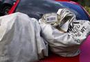 Đời sống - Tin tức đời sống mới nhất ngày 23/5/2020: Nhặt được 2 túi rác chứa gần 1 triệu USD trên đường