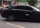 Video-Hot - Video: U60 điều khiển xe Mercedes tông hàng loạt xe giữa phố Hà Nội