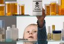 Sức khoẻ - Làm đẹp - Bé uống nhầm chất tẩy rửa, bố mẹ phải làm điều này nếu không muốn con nguy kịch