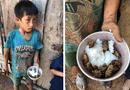 Đời sống - Rơi nước mắt xót thương 4 đứa trẻ chia nhau bát cơm ăn chung với xác ve sầu