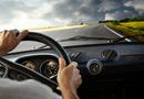 Video-Hot - Video: Thót tim trước cảnh xe ô tô mất lái, em nhỏ văng ra đường
