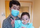 Đời sống - Đẫm nước mắt hành trình 5 năm cùng con tìm thuốc giải cho căn bệnh lạ