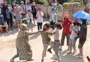 Pháp luật - Tin tức pháp luật mới nhất ngày 15/6/2020: Nữ sinh đánh nhau trước cổng trường, hàng trăm người cổ vũ