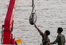 Tin trong nước - Vớt quả bom dài 1,6 mét nằm dưới sông Hồng gần cầu Long Biên