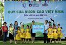 Thị trường - Quỹ sữa vươn cao Việt Nam và Vinamilk trao tặng 120.000 ly sữa cho trẻ em Hà Nội