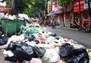 Tin trong nước - Giữa thời tiết oi bức, 9.000 tấn rác tồn đọng trong nội thành Hà Nội