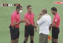 Video-Hot - Hy hữu: Quân đội bất ngờ xông vào tận sân đấu đưa 2 cầu thủ mắc Covid-19 ra ngoài