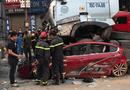 Tin trong nước - Hà Nội: Dừng chờ đèn đỏ, ô tô con bị xe container chồm lên nóc, 3 người tử vong