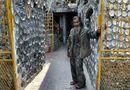 Tin thế giới - Dành 25 năm trang trí nhà với gần 10.000 bát đĩa cổ, người đàn ông Việt Nam lên báo nước ngoài