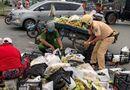 Việc tốt quanh ta - Cảnh sát giao thông giúp dân gặp nạn trên đường