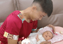 Bóng đá - Mặc luôn áo của mẹ để chơi với con gái, Pham Văn Đức khiến cư dân mạng cười bò khi biết nguyên nhân