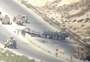 """Tin thế giới - Xe bọc thép của Nga bất ngờ bị """"nã"""" lựu đạn khi đang tuần tra tại Syria"""
