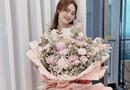 """Giải trí - Ninh Dương Lan Ngọc được tặng bó hoa """"siêu to khổng lồ"""", tiết lộ tên """"người ấy"""" ai cũng có thể đoán ra"""