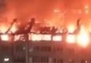 Video - Video cháy kinh hoàng giữa đêm thiêu rụi gần 90 căn hộ ở Nga