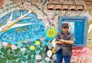 """Đời sống - Người họa sĩ già với niềm đam mê mang đến """"mùa xuân"""" cho những bức tường cũ ở Sài thành"""