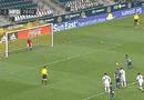 """Video-Hot - Video: Cầu thủ có pha ghi bàn """"siêu quái"""" sau khi tung cú sút kiểu """"bọ cạp"""""""