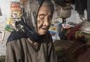 Gia đình - Tình yêu - Xót xa mẹ già yếu mù lòa lần từng bước nuôi con tâm thần sống qua ngày