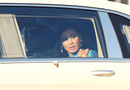 Tin thế giới - Hoàng hậu Thái Lan lộ vẻ căng thẳng khi người biểu tình vây quanh xe