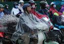 Tin trong nước - Hà Nội mưa lạnh do ảnh hưởng của bão số 9, người dân chật vật đến chỗ làm