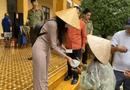 Giải trí - Thuỷ Tiên dừng phát tiền cứu trợ tại huyện Hải Lăng vì lý do gì?