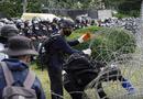 """Tin thế giới - Vua Thái Lan đối mặt """"làn sóng"""" phản đối việc nắm giữ quyền lực quân sự"""
