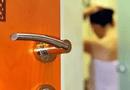 """An ninh - Hình sự - Vụ quay lén cảnh ân ái trong nhà nghỉ bằng camera siêu nhỏ: 50 clip """"nóng"""" trong điện thoại"""