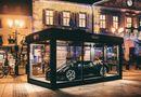 """Thế giới Xe - Siêu xe Bugatti hơn 13 triệu USD trở thành đồ trang trí Giáng sinh """"xa xỉ"""" bậc nhất thế giới"""