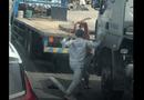 Video - Video: Kinh hãi cảnh 2 tài xế hung hãi đánh nhau giữa đường