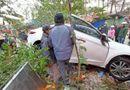 """Tin trong nước - Tin tai nạn giao thông ngày 10/11: Xe """"điên"""" mất lái tông vào chợ, nhiều người bị thương"""