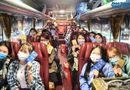 """Giáo dục pháp luật - Sinh viên đeo hai lớp khẩu trang, lên xe miễn phí về quê """"ăn Tết sớm"""" giữa dịch COVID-19"""