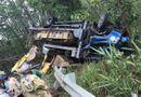 Tin trong nước - Tin tai nạn giao thông ngày 4/3: Ô tô chở máy múc lật ngửa, tài xế tử vong