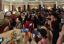 """Tin trong nước - Hàng trăm youtuber đổ về livestream họp báo của vợ chồng ông Dũng """"lò vôi"""""""