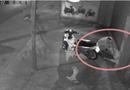 """An ninh - Hình sự - Say giấc trước cửa nhà sau khi nhậu về, bị trộm """"khiêng"""" mất xe và điện thoại"""