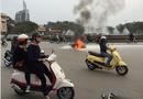Tin trong nước - Chiều 30 Tết, dân cười đùa nhìn xe ga bốc cháy giữa phố