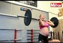 Gia đình - Tình yêu - Kinh ngạc bà bầu 8 tháng vẫn nâng tạ 100 kg