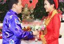 Chuyện làng sao - Cô dâu Yến Phương nhí nhảnh hôn tay chú rể Lam Trường